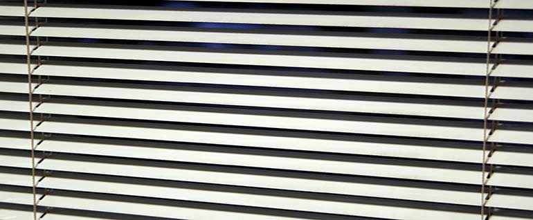office blinds that are cleaned in office deep cleaning